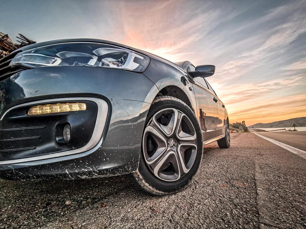 Connaître le modèle d'une voiture avec la plaque d ...